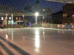 Kluziště na Dolním náměstí bude otevřeno jen do 30. prosince