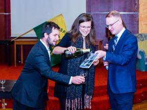 Spolek za staré Vrahovice pokřtil knihu o moderních dějinách Vrahovic. Křtu se zúčastnila i herečka Hacurová