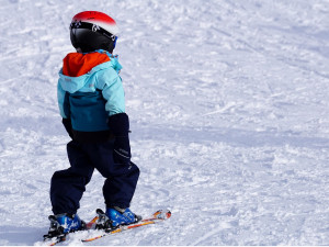Lyžaře špatné podmínky pro lyžování v Jeseníkách neodradily, napadl i přírodní sníh