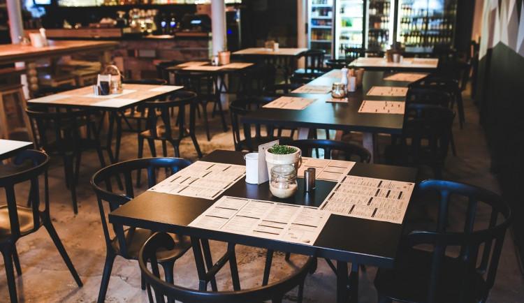 Z restaurace v Hlubočkách  zmizely židle a stoly