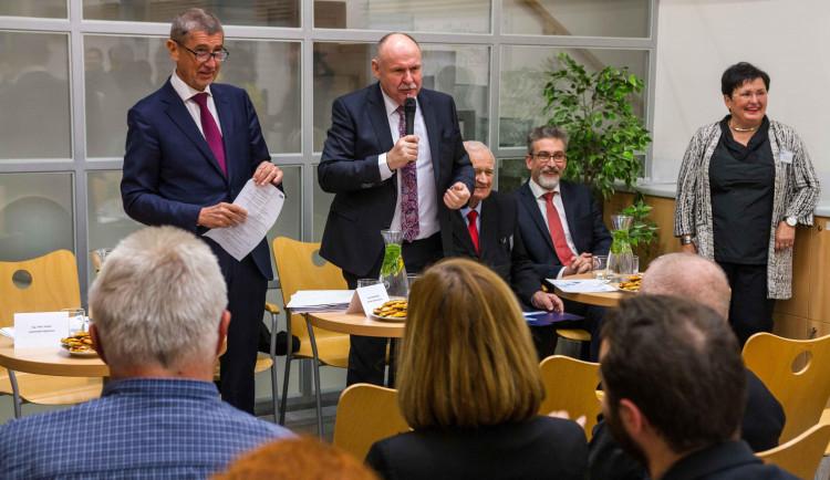 Premiér Babiš na návštěvě v kraji řešil dvě zásadní témata - zdravotnictví a dopravní stavby