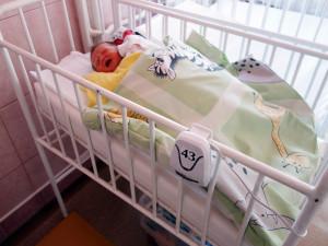V přerovské nemocnici mají nové přístroje, které budou kontrolovat dech novorozenců