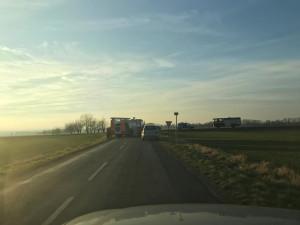 AKTUÁLNĚ: Dopravní nehoda u Dolan uzvařela silnici. Na místě došlo k lehkým zraněním