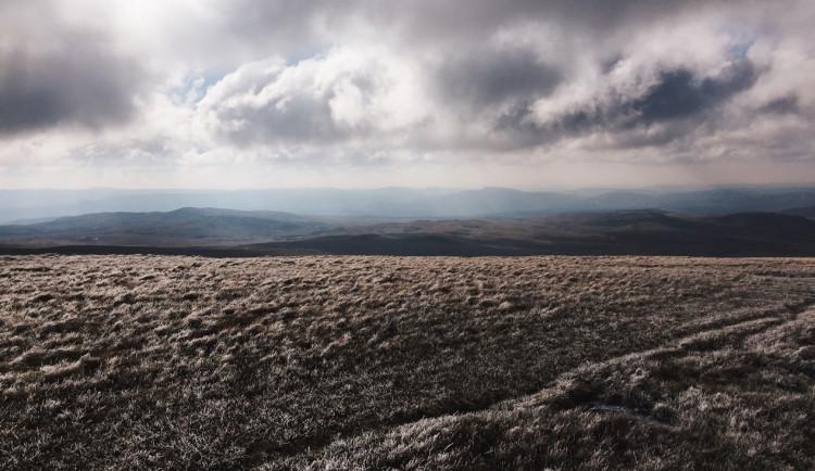 POČASÍ NA STŘEDU: Bude zataženo, na horách se můžou objevit mrznoucí mlhy