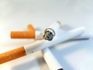 Češi jsou ve spotřebě cigaret sedmí na světě, nejvíce kouří senioři