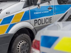 Zloděj  během pěti minut vykradl zaparkovaný automobil