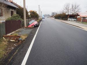 Opilý řidič skončil se svou Felicií v příkopu