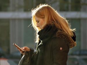 Mobilní internet LTE zpomalil loni až o čtvrtinu