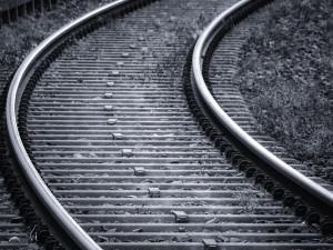 AKTUÁLNĚ: U Grygova srazil vlak člověka, omezení provozu se odhaduje na dvě hodiny
