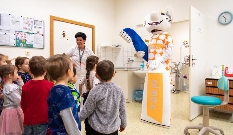 FOTO: Malým pacientům pomáhá na Klinice zubního lékařství ve fakultní nemocnici zubní víla