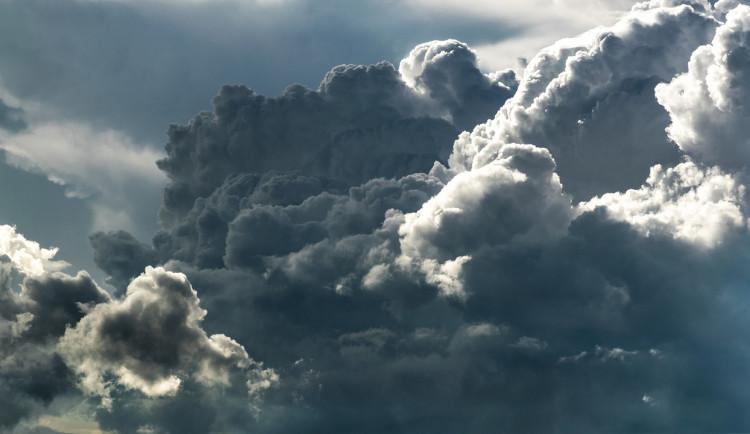 POČASÍ NA ČTVRTEK: Dnes nás čeká zatažený, oblačný den. Teploty kolem nuly