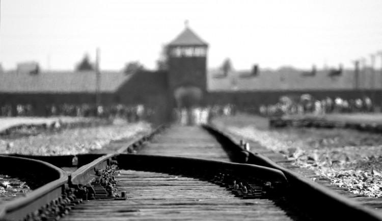 DRBNA HISTORIČKA: Pětasedmdesáté výročí obětí holokaustu. Jak na tuto tragédii vzpomíná Olomouc?