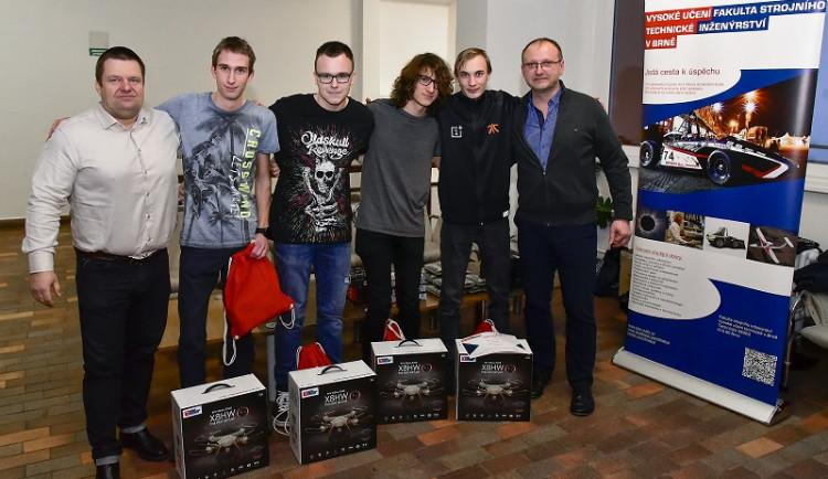 FOTO: Studenti ze Slovanského gymnázia zvítězili v soutěži Roboti@FSI na VUT v Brně