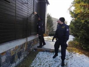 I v zimě je důležité chatu občas navštívit, radí policisté, kteří provádí kontrolu rekreačních oblastí