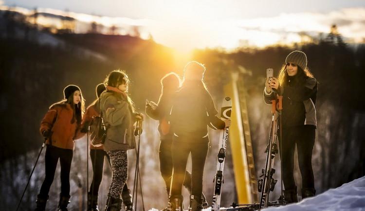 Víkendovou návštěvnost lyžařských areálů v Jeseníkách nepříznivě ovlivnilo teplé počasí