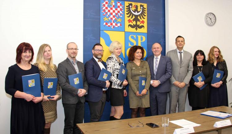 Knihovnám v Olomouckém kraji letos poputuje téměř 12 milionů korun. Kraj přidá i knihovníkům