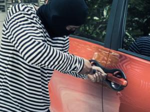 V Olomouci stoupá počet vykradených aut, zloděje lákají hlavně viditelně položené batohy a tašky