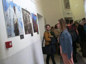 Všechny barvy naděje, výstavu k 10. výročí zemětřesení na Haiti otevřela Arcidiecézní charita Olomouc