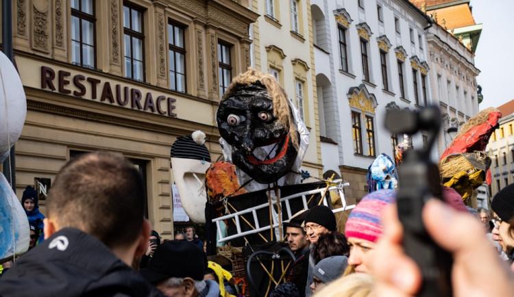 FOTOGALERIE: Olomouckým náměstím prošel druhý masopustní průvod