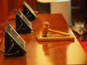 V úterý olomoucký soud otevře kauzu Vidkun. Soudce Lýsek nařídil 21 jednání