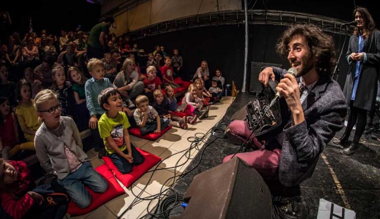Držitel Grammy Oran Etkin přijede do Olomouces unikátnímworkshopempro děti