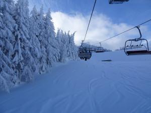 Tisíce lyžařů vyrazily o víkendu do Jeseníků. Provozovatelé ski areálů hlásí skvělé podmínky