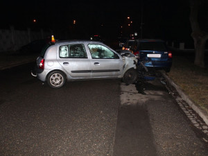 Opilý řidič naboural do zaparkovaných aut. Naměřili mu 1,8 promile
