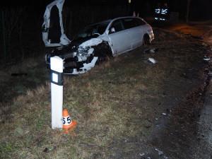 Řidička nedala přednost při odbočování a narazila do protijedoucího vozidla