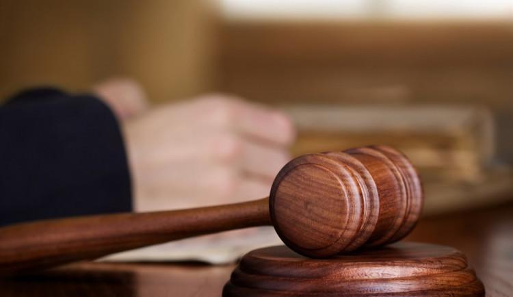 Soud kauzu Vidkun odročil na březen, vyslýchat bude svědky