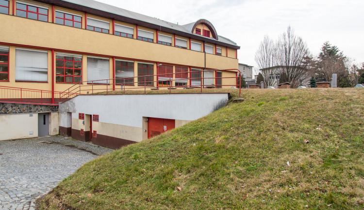 V areálu Fakultní nemocnice půjde k zemi pět budov