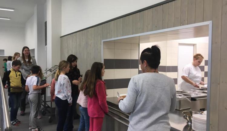 Základní škola Svatoplukova se dočkala nové jídelny se cvičnou kuchyňkou