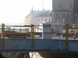 Práce na mostě v Komenského ulici končí. Provoz se plně obnoví už příští týden