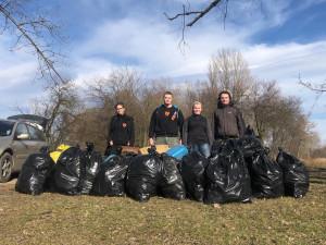 FOTO: Dobrovolníci pomohli uklidit rybářské lokality na Olomoucku