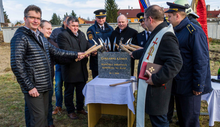 V Kostelci na Hané vyroste nová hasičárna za 25 milionů korun, stavba odstartovala včerejším dnem