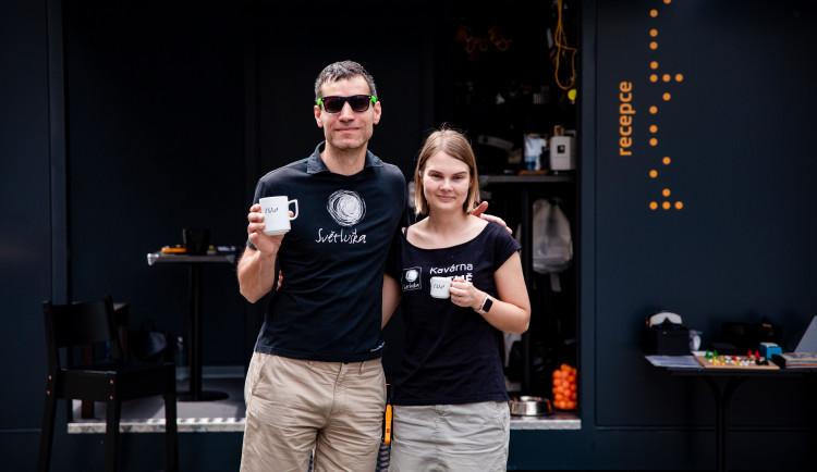 Na Kavárnu POTMĚ se budou moct lidé těšit na Horním náměstí v Olomouci