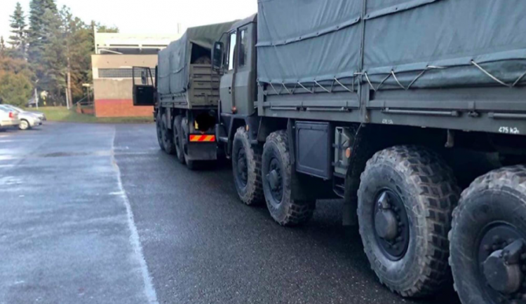 Na facebooku se šíří informace, že vojáci uzavírají tajně Olomouc kvůli koronaviru. Je to hoax