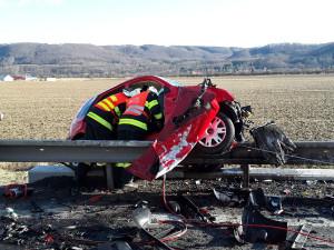 FOTO: Na Hranicku se srazila dvě auta, jeden mrtvý