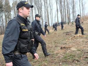 Policisté z Jesenicka pátrali po muži, který vyhrožoval sebevraždou