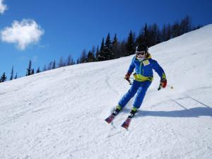 Teplé počasí zvyšuje náklady ski areálům