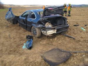 Muž v BMW nezvládl v zatáčce své vozidlo a dostal smyk