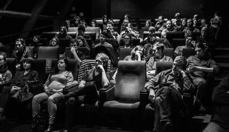 Studentský Pastiche Filmz se neruší, projekce filmu Quality Time proběhne dle plánu