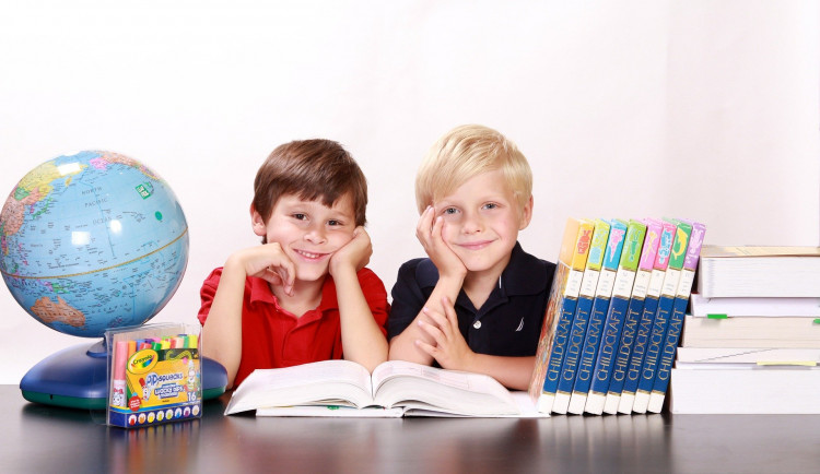 Žáci a studenti se učí on- line