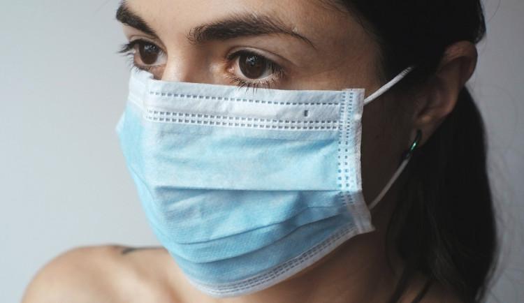 V kraji je další případ nákazy. Fakultní nemocnice ruší neakutní operace
