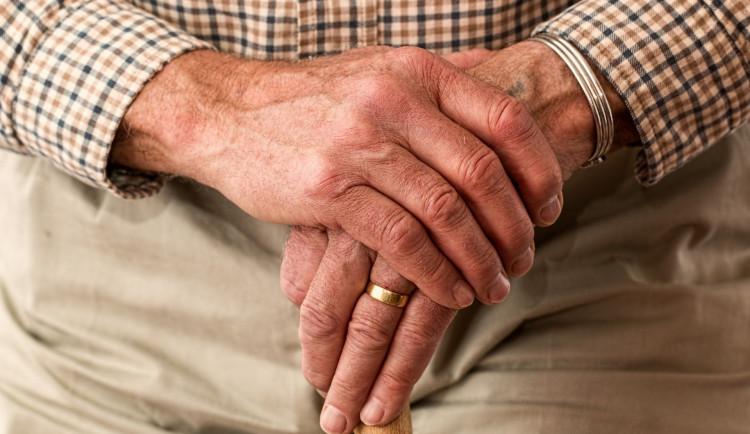 Domovy důchodců řeší chod zařízení. Chybí jim vybavení i zaměstnanci