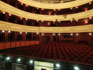Herci, tanečníci a zpěváci Moravského divadla budou vzdělávat i pomáhat s nákupy