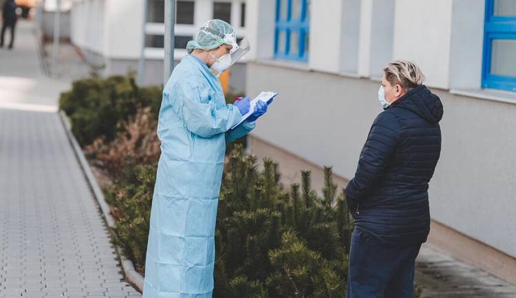 AKTUÁLNĚ: Jen za dnešek přibylo na Olomoucku 28 potvrzených případů nákazy koronavirem