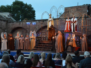 Oslavy sta let českého divadla v Olomouci se odkládají