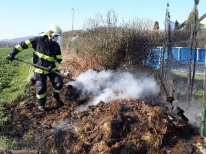 Hasiči evidují zvýšený počet výjezdů. Občanům radí, jak zodpovědně vypalovat suchou trávu a klestí