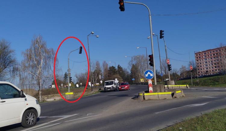 V Předmostí se bude stěhovat semafor. Pravidelně se kácí k zemi pod náporem náklaďáků