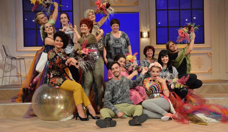 Online představení Vzpoury nevěst vynesla mobilnímu hospici přes 18 tisíc korun